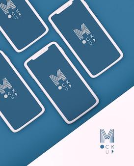 携帯電話のモックアップと単色の古典的な青いシーン