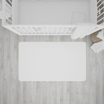 Детская комната с белой кроваткой