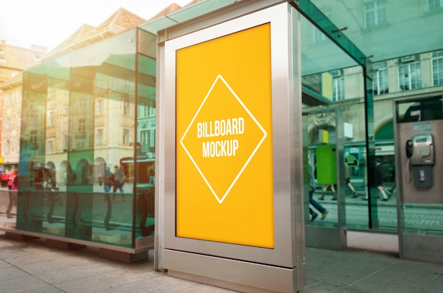 Открытый городской свет рекламный макет на трамвай, остановка