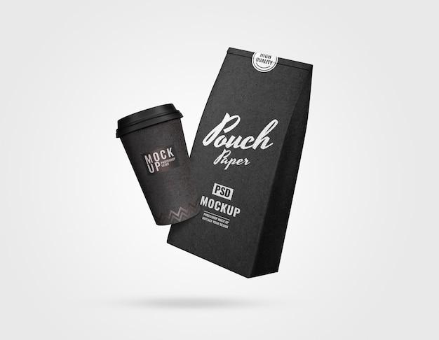 黒の高級ポーチと一杯のコーヒーモックアップ