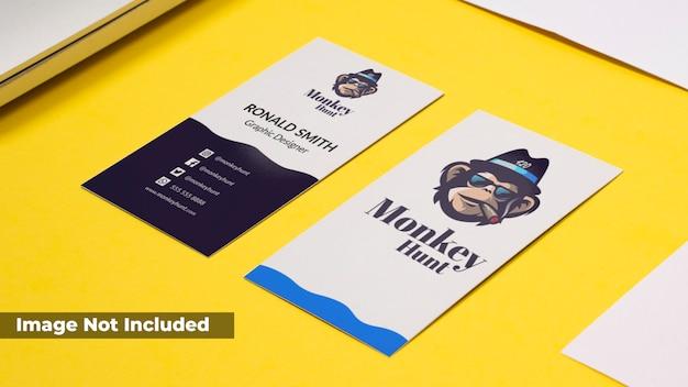 Реалистичная визитная карточка макет
