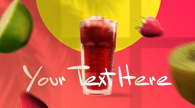 いちごジュースとフローティングフルーツモックアップのガラス