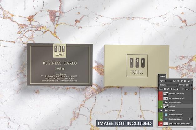 Вид сверху двух горизонтальных макетов визиток стеки