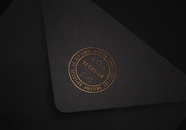 Тисненый логотип на черном конверте