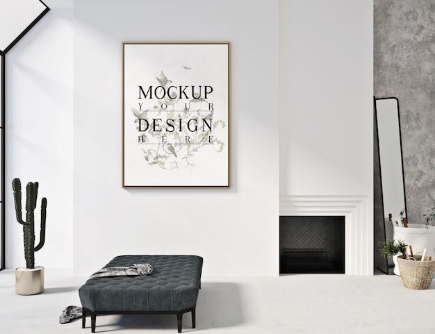 ソファのベンチ付きのモダンな現代的なリビングルームのモックアップポスターフレーム