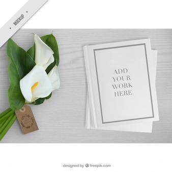 あなたの仕事のための紙のモックアップとかわいい花束