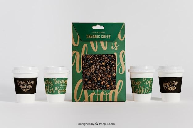 コーヒーカップと袋のモックアップ