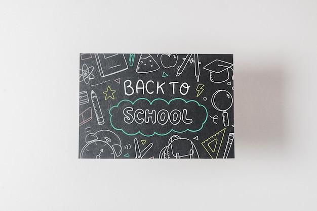 学校のコンセプトに戻る黒い紙モックアップ
