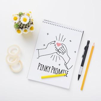 花のウェディングメモ帳のモックアップ