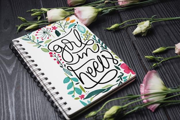 花の装飾と美しいノートブックカバー模型