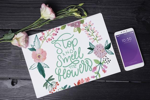 花の装飾と美しいカバーモックアップ