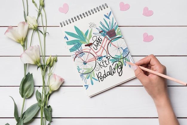 Красивый макет обложки для ноутбука с цветочным декором