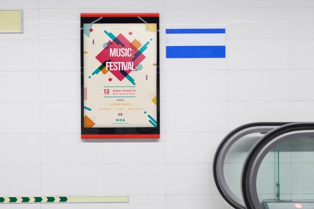 Макет рекламного щита на станции метро