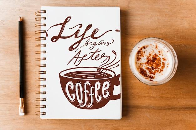 コーヒーの概念を備えたノートブックカバーモックアップ