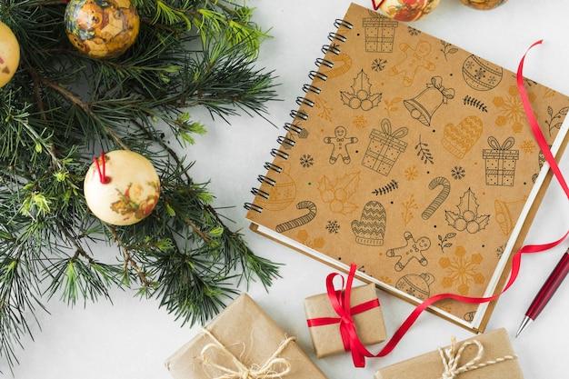 Спиральный макет ноутбука с концепцией рождества