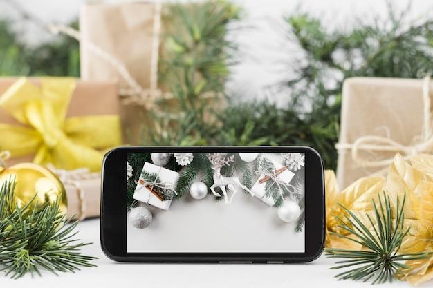 Смартфонский макет с концепцией рождества