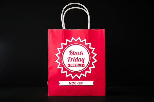 ショッピングバッグ付きブラックフライドモックアップ