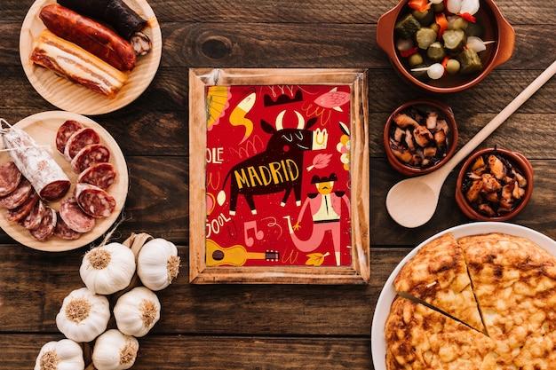 伝統的なスペイン料理とフレームモックアップ