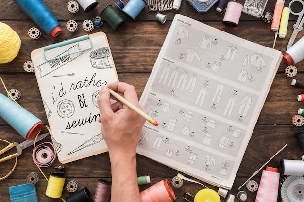 縫製コンセプトのクリップボードモックアップ