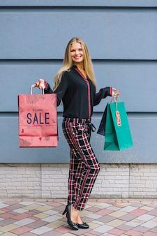 女性、買い物袋