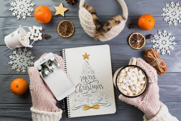ノートパソコンのモックアップ、クリスマスデコレーション