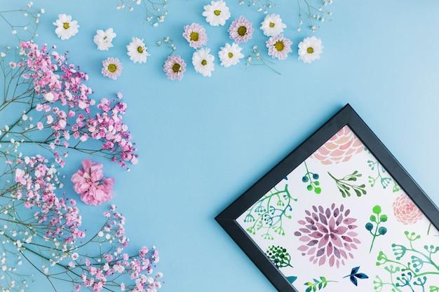 Рамка макета с цветочным декором