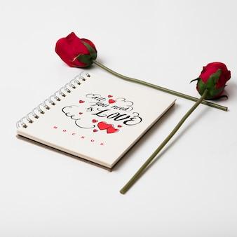 Спиральная тетрадь макет с концепцией валентина