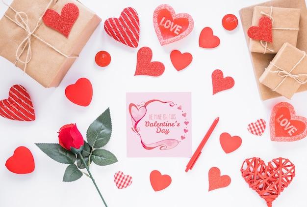 Валентинка макет с композицией объектов