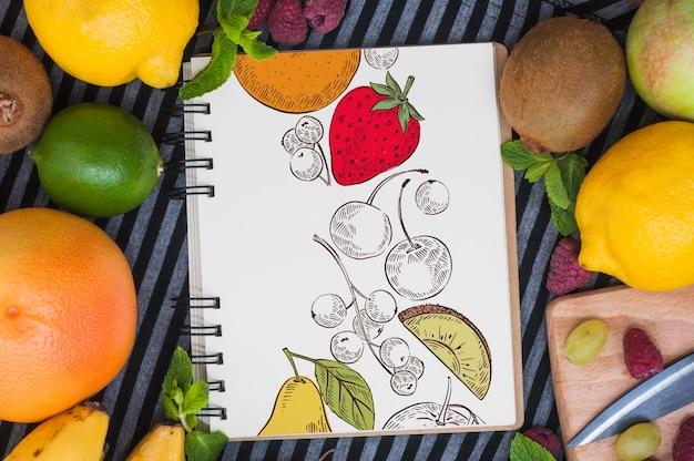 果実のスパイラルノートブックモックアップ