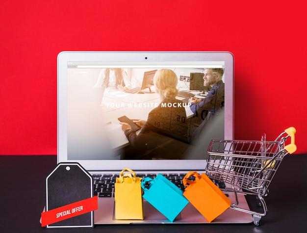オンラインショッピングコンセプトを備えたノートパソコンのモックアップ