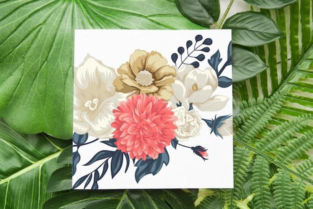 花の背景を持つカードモックアップ