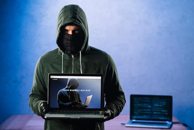 ノートパソコンのモックアップとハッカー