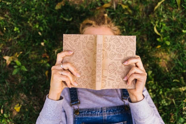 識字デーのための本のモックアップ