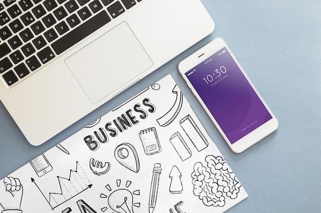 オフィスの要素を持つスマートフォンモックアップ