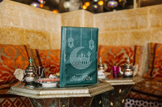 アラブレストランのメニューモックアップの静物