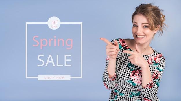 Весенняя распродажа макета со стильной женщиной