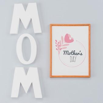 母の日の概念を持つフレームモックアップ