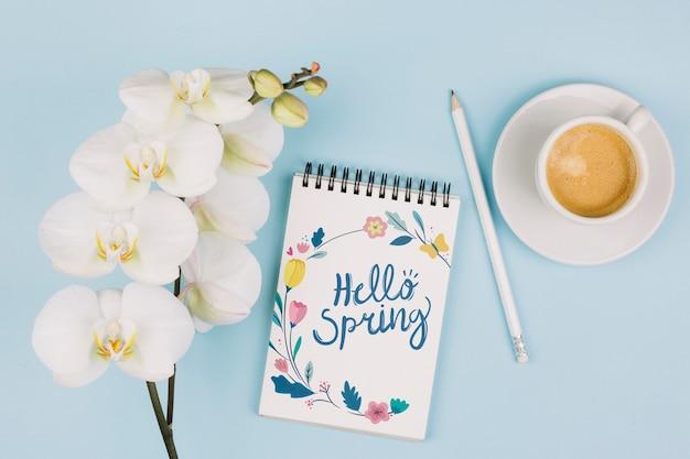 フラット概念メモ帳モックアップ、春のコンセプト