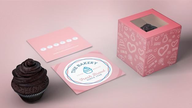 カップケーキの包装とブランディングのモックアップ