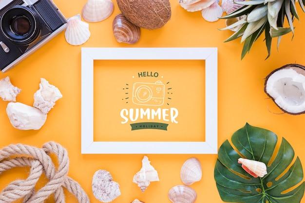 夏の要素を持つフラットレイアウトフレームモックアップ
