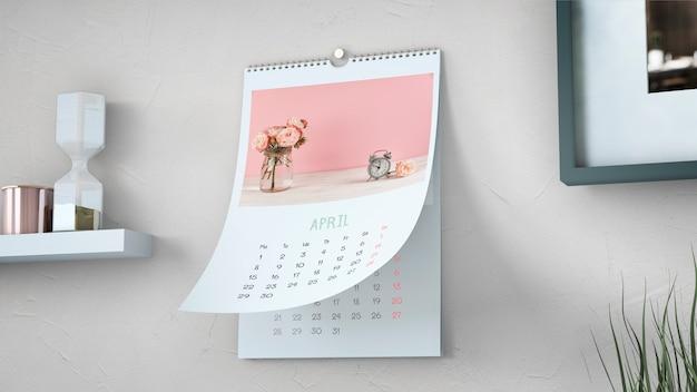 壁に掛かっている装飾的なカレンダーモックアップ