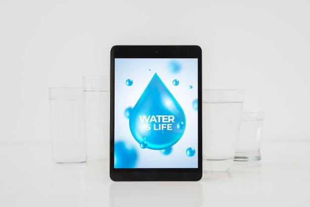 Планшетный макет с концепцией воды
