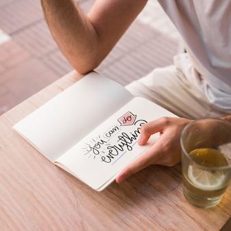 Молодой человек с макетом открытой книги