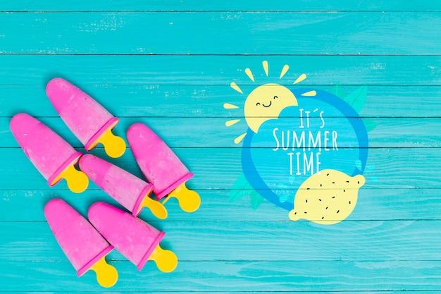 アイスキャンディーと夏のレタリングの背景
