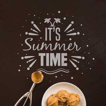 アイスクリームと夏のレタリングの背景