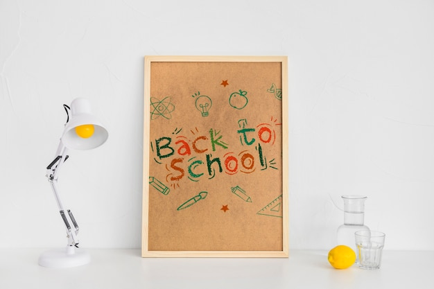 学校広告のモックアップデザインに戻る