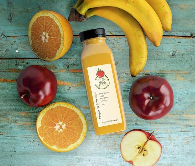 健康的なフルーツのモックアップとフラットレイスムージー