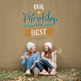 Друзья веселятся вместе в день дружбы