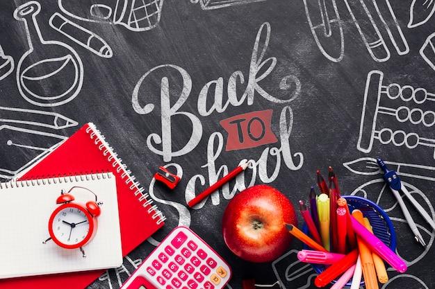 黒板で学校概念に戻るトップビュー