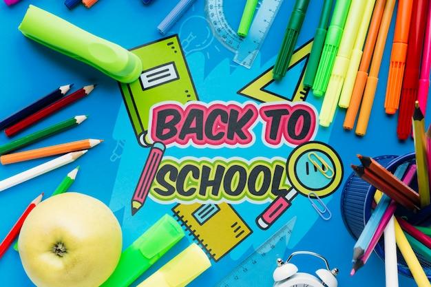 青い背景を持つ学校に戻るトップビュー